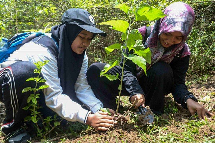 Berbagi Keseruan di Jeram Krueng Aceh