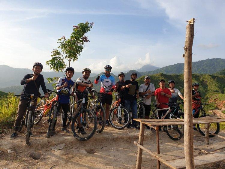 Komunitas Wisata  Giat Wisata Sosial ke Puncak Grapela
